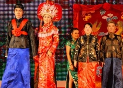 Traditional Costumes of the Hoa people in Vietnam