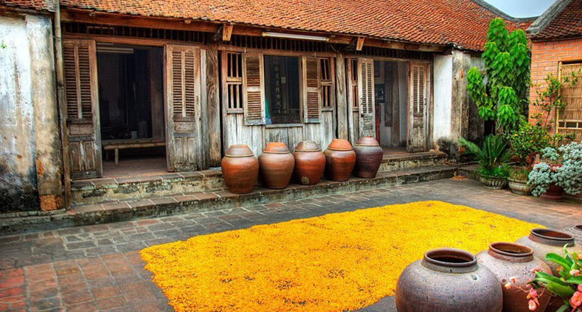 Duong Lam Ancient Village Tour full Day