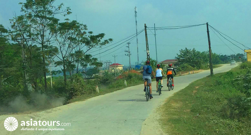 Private cycling tour to Bat Trang Village – Dong Ho Village and But Thap Pagoda